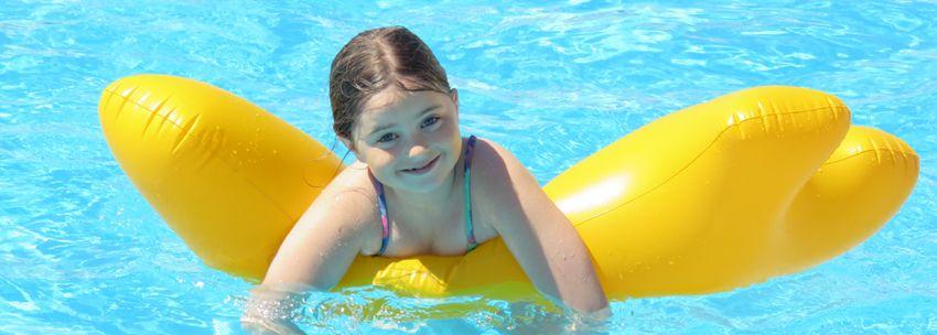 689d1a6be85cc2 Kinder zwemkleding online. Molo zwemkleding voor jongens en meisjes.  Zwembroek, zwempak, badpak, bikini, zwemrok, zwemshirt, zwemtas en slippers.